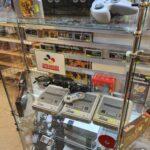 Blick in den Classics Nintendo Konsolenschrank